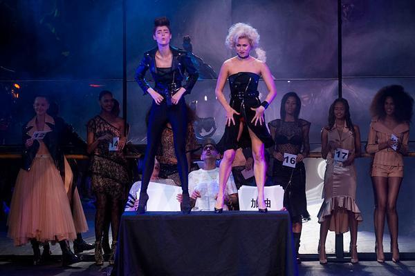 Танцы со звездами: показ Jean Paul Gaultier на Неделе Моды в Париже