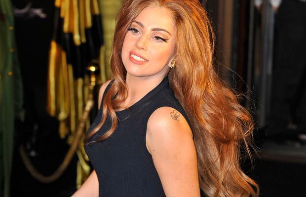 Леди Гага и ее новая татуировка...в тюремном стиле