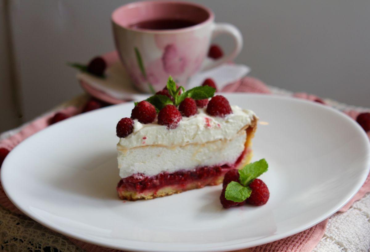 Малиновый торт с безе