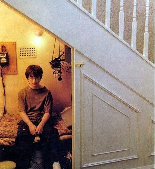 Картинки по запросу Гарри Поттер в чулане