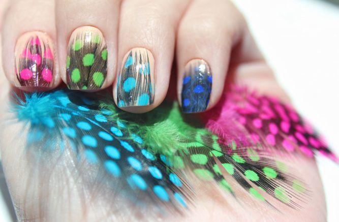 Фото дизайн ногтей с перьями