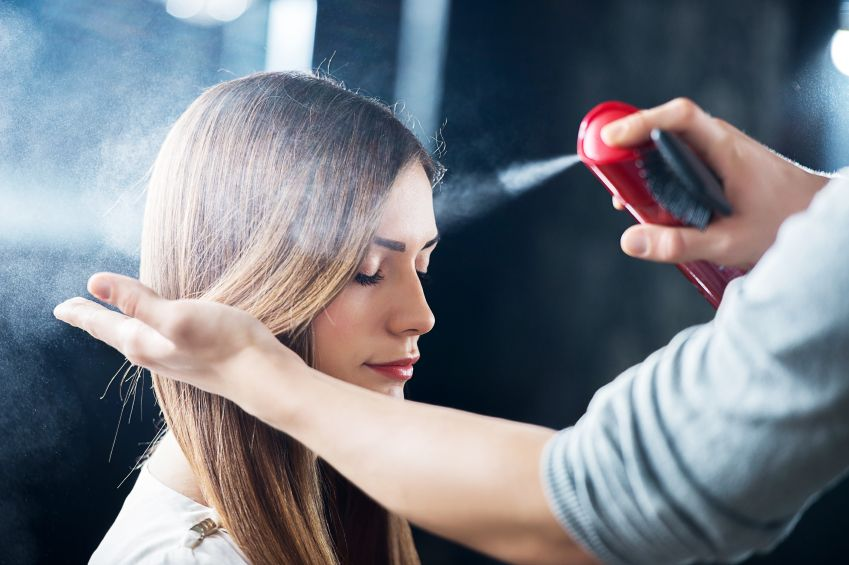 Такие лаки придают волосам здоровый блеск и небольшой оттенок, гармонично сочетающийся с вашим цветом волос.