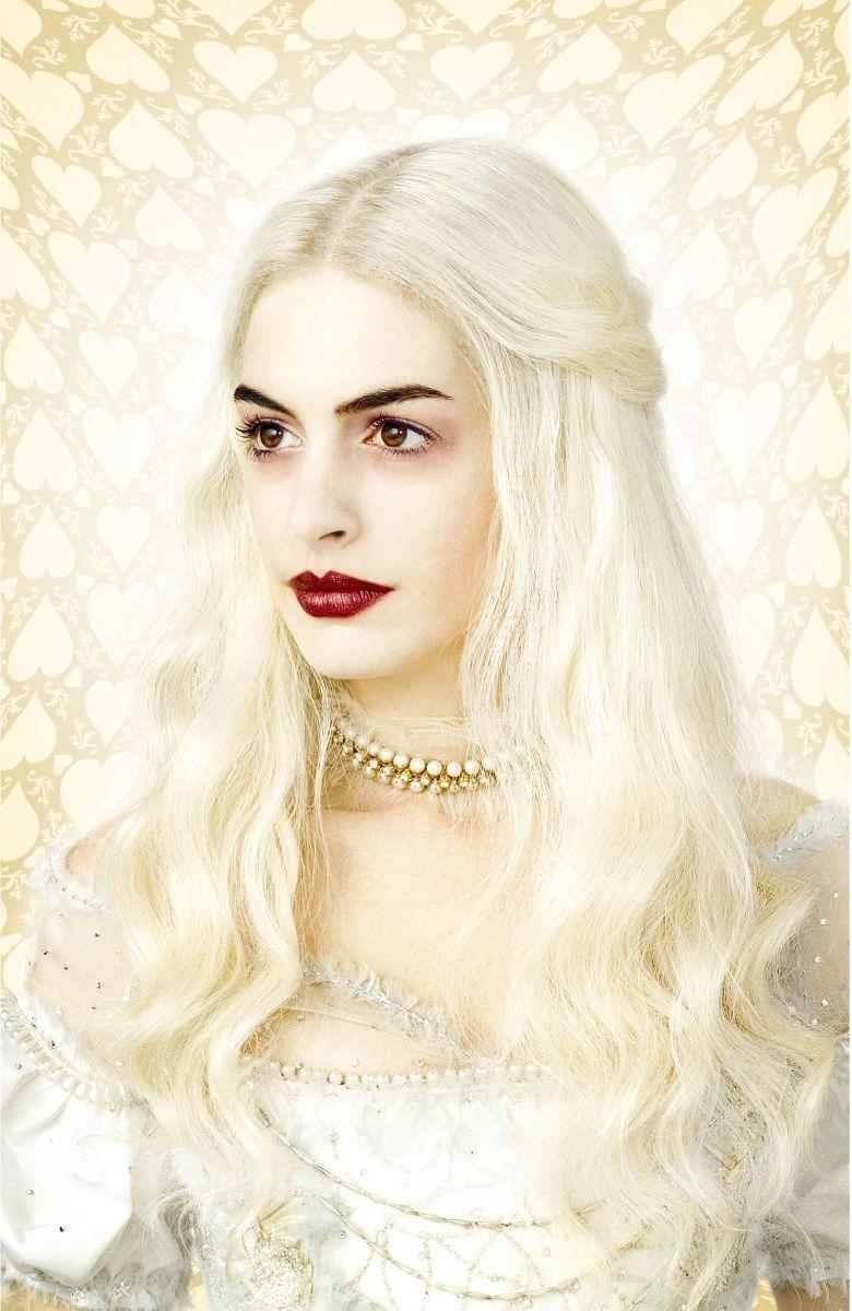 Персонаж в белом платье