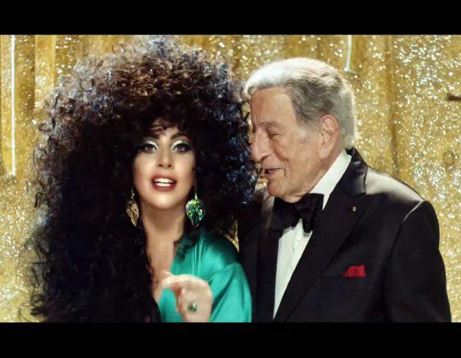 Леди Гага в рождественской рекламе H&M