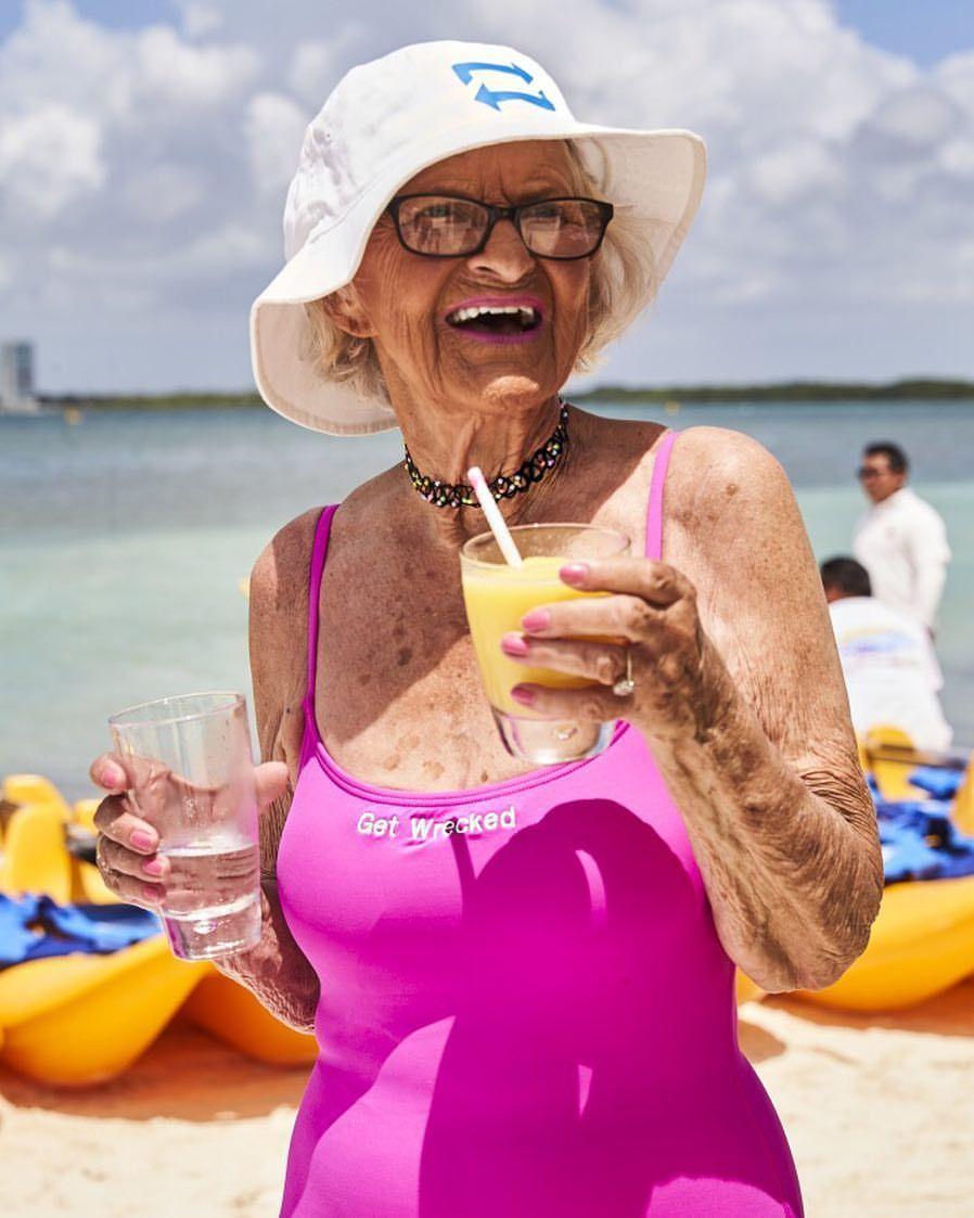 Картинки смешные бабульки на отдыхе